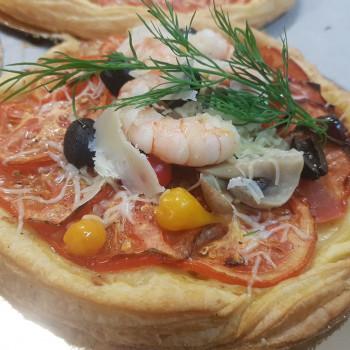Pizza de tomates et fruits...